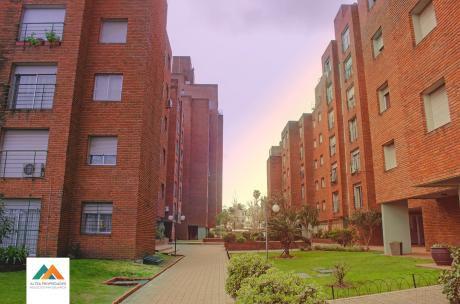 Precioso Apartamento En Complejo Del Prado, Con Garaje