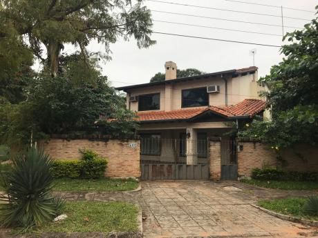 Residencia En Esquina Zona Uca