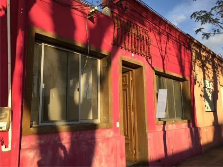 Casa/ Hostel En El Centro De Colonia