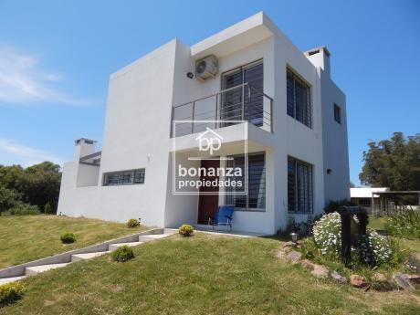 Casa En Alquiler, Piriápolis, Punta Colorada