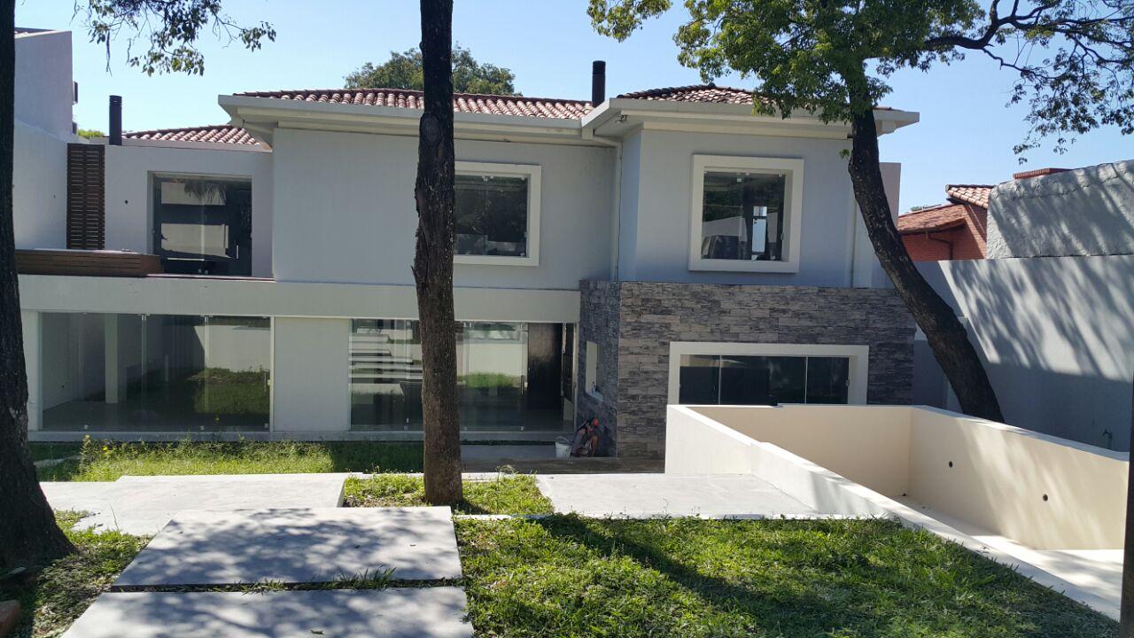 Residencia De 4 Dormitorios En Suite Zona Club Centenario