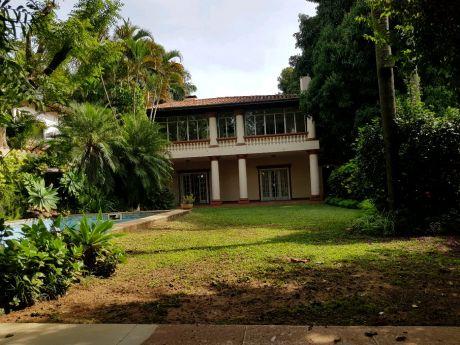 Alquilo Hermosa Casa, Barrio Mcal Estigarribia