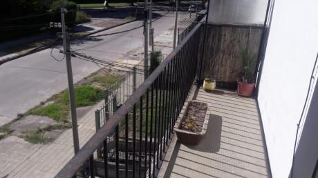 Casa De Altos, Propiedad Horizontal, No Tiene Garaje.