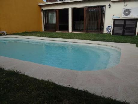 Casa En Buceo Con Jardin Y Piscina