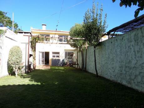 Hermosa Casa En Buceo Con Gran Jardin Al Frente Y Fondo Y Garage Compartido