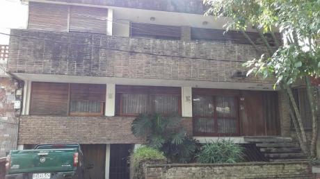 Casa De 3 Plantas En Buceo, A 2 Cuadras De Rambla.