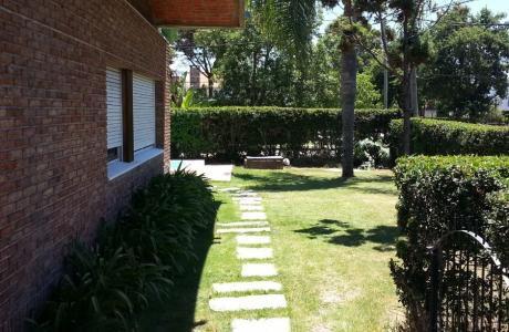Venta Casa Padrón Único En Esquina - Carrasco Sur