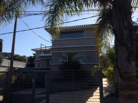 Casa Espaciosa En Carrasco Sur.