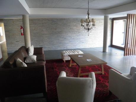 Amplio Apartamento De Categoria  En Carrasco Sur 3 Dormitorios, Servicio Completo Y Parrillero