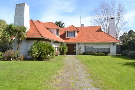 Gran Casa, Con Gran Terreno En Muy Buen Punto De Carrasco.