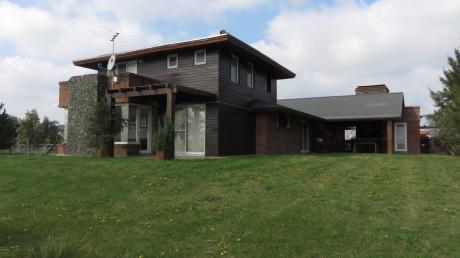 Casa En Colinas De Carrasco. 4 Dorm + Servicio. Mucha Seguridad