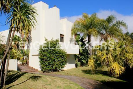Importante Casa En Venta En Exclusiva Calle De Carrasco