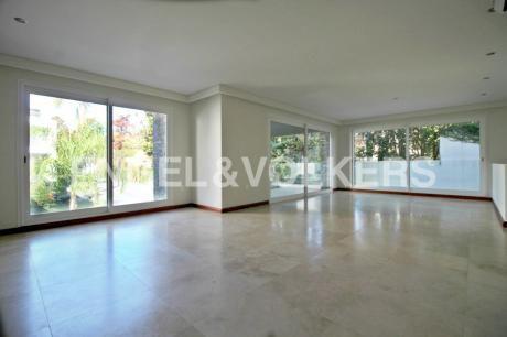 Moderno Apartamento De Diseño En Carrasco - Con Renta
