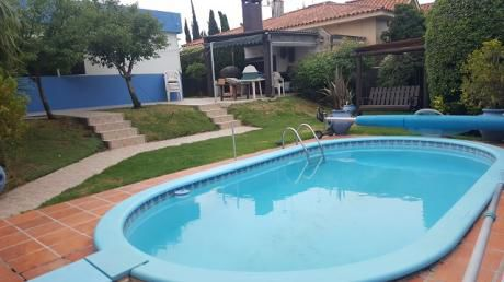 Casa De 5 Dormitorios En Carrasco!