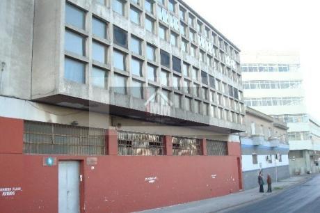Importante Edificio En Ciudad Vieja