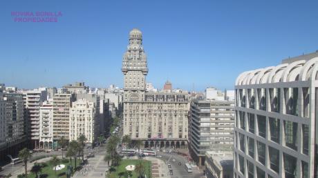 Frente A Plaza Independencia.