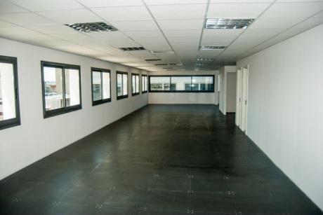 Importante Oficina En El Corazón De Ciudad Vieja.