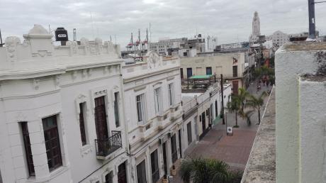 Excelente Casa Sobre Peatonal Perez Castellenos