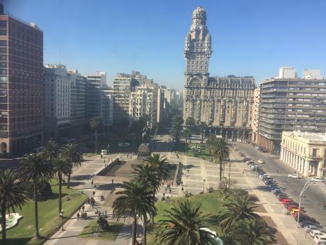 Excelente Vista A Plaza Independencia, A Nuevo, Super Luminoso Con Garaje.