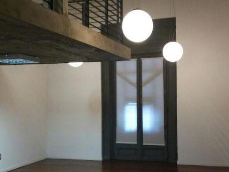 Oficina De 100m2 En Nuevo Edificio En Ciudad Vieja A Metros De Plaza Matriz