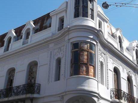 Hermoso Edificio Histórico En Plena Ciudad Vieja