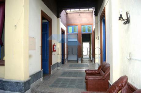 Casa De Altos Con 350m2, 12 Habitaciones, 2 Baños, Ideal Pensión Estudiantil.