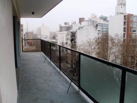 Hermosa Planta, 3 Dormitorios Y Servicio..
