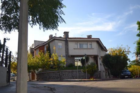 Pocitos Punta Carretas 5 Dormitorios 2 Baños