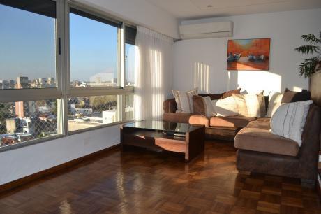 Apartamento En Pocitos 3 Dormitorios + Servicio