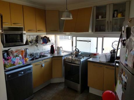 Pocitos, Moderno De 3 Dormitorios, 3 Baños Y 2 Garages. Piso Alto, Vista Y Sol