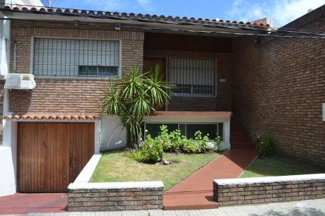 Casa En Pocitos A 2 Del Shopping Con Garaje Para 6 Autos