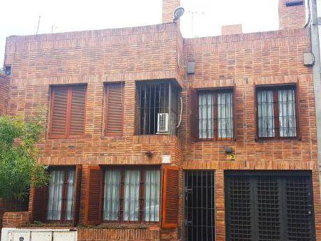 Venta Hermosa Casa Al Frente Muy Luminosa - Zona Pocitos