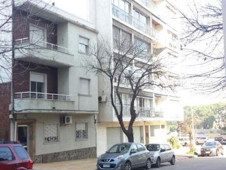 Oportunidad! Apartamento Pb, Interior En Silvestre Blanco Y Ponce