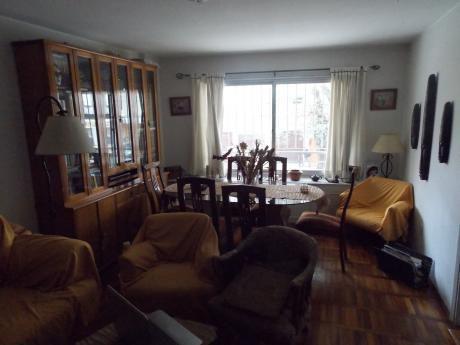 Apartamento - Venta - Pocitos - 2 Dormitorios - 26 De Marzo Y Buxareo