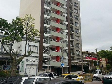 Monoambiente Con Balcón, Edificio Con Barbacoa Y Lavadero
