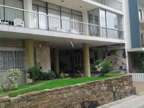 Apartamento  Pocitos 3d 2b + Servicio Y Garage