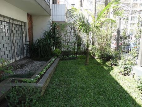 Preciosa Casa En 2 Plantas Con Jardin Y Fondo!!