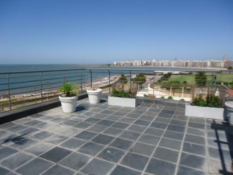 Penthouse Con Excelente Ubicacion En La Rambla De Montevideo