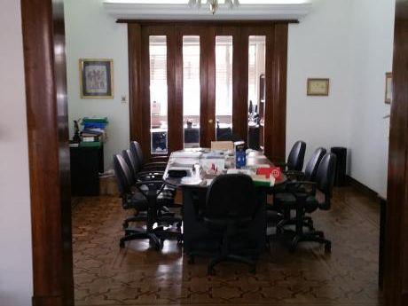 Venta Casa Sobre Bulevar España Y Ombu Ideal Estudio O Empresa De Primer Nivel
