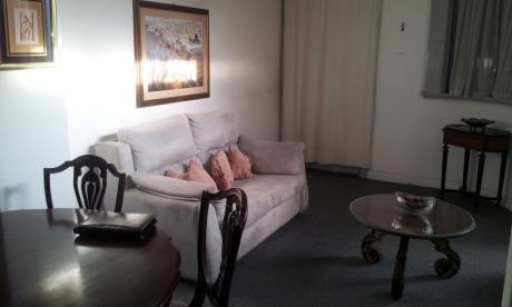 En La Mejor Zona De Pocitos Y A Pasos Del Mar, Buen Apartamento  En Alquiler
