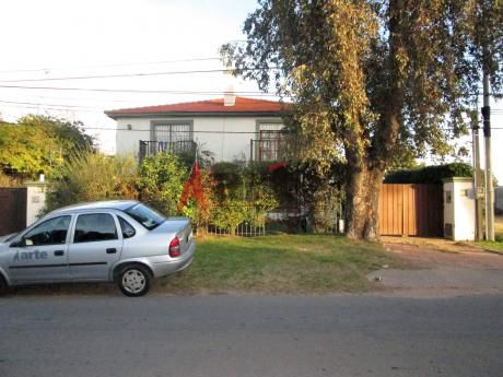 Casa Muy Cómoda Y Cálida. 4 Dormitorios En Carrasco Norte. Garita De Seguridad .