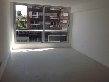 Apartamento A Metros De Rambla Y Shopping!!
