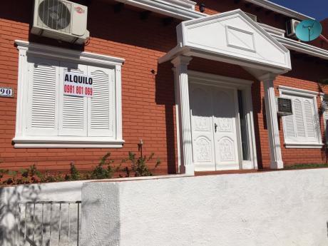 Alquilo Amplia Residencia En Zona Universidad Americana!