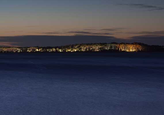 isla-gorriti-de-noche.jpg