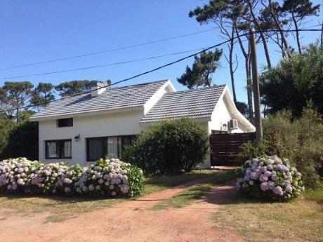 Hermosa Casa Solida En Pinares