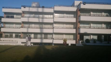 Apartamento De 3 Dormitorios + Monoambiente + Terraza De 80 Mts..