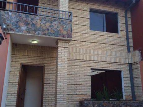 Alquilo Duplex Barrio Ycua Sati