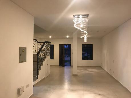 Alquilo Zona Boggiani Duplex Con Piscina