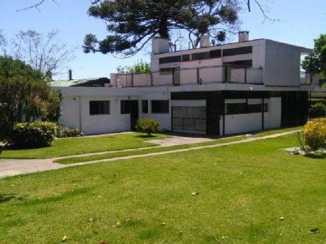 Ajuste De Valor --- Casa  Prado . 1100 Mts 2 -  300 Mts2 Contruídos.
