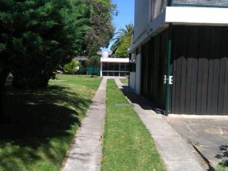 Casa Parque En Prado . 1100 Mts 2 -  300 Mts2 Contruídos.